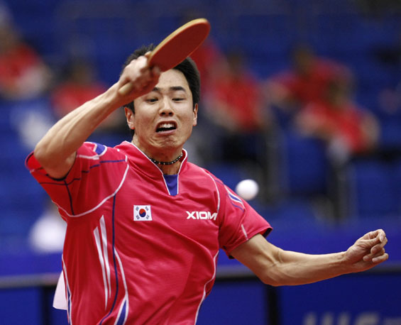 图文 世乒赛男单1 8决赛朱世赫幸运搭上八强末班车