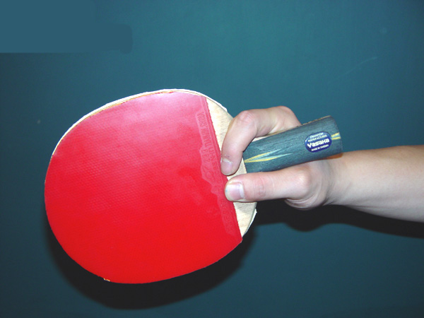 乒乓球横拍发球视频_马琳的握拍图解