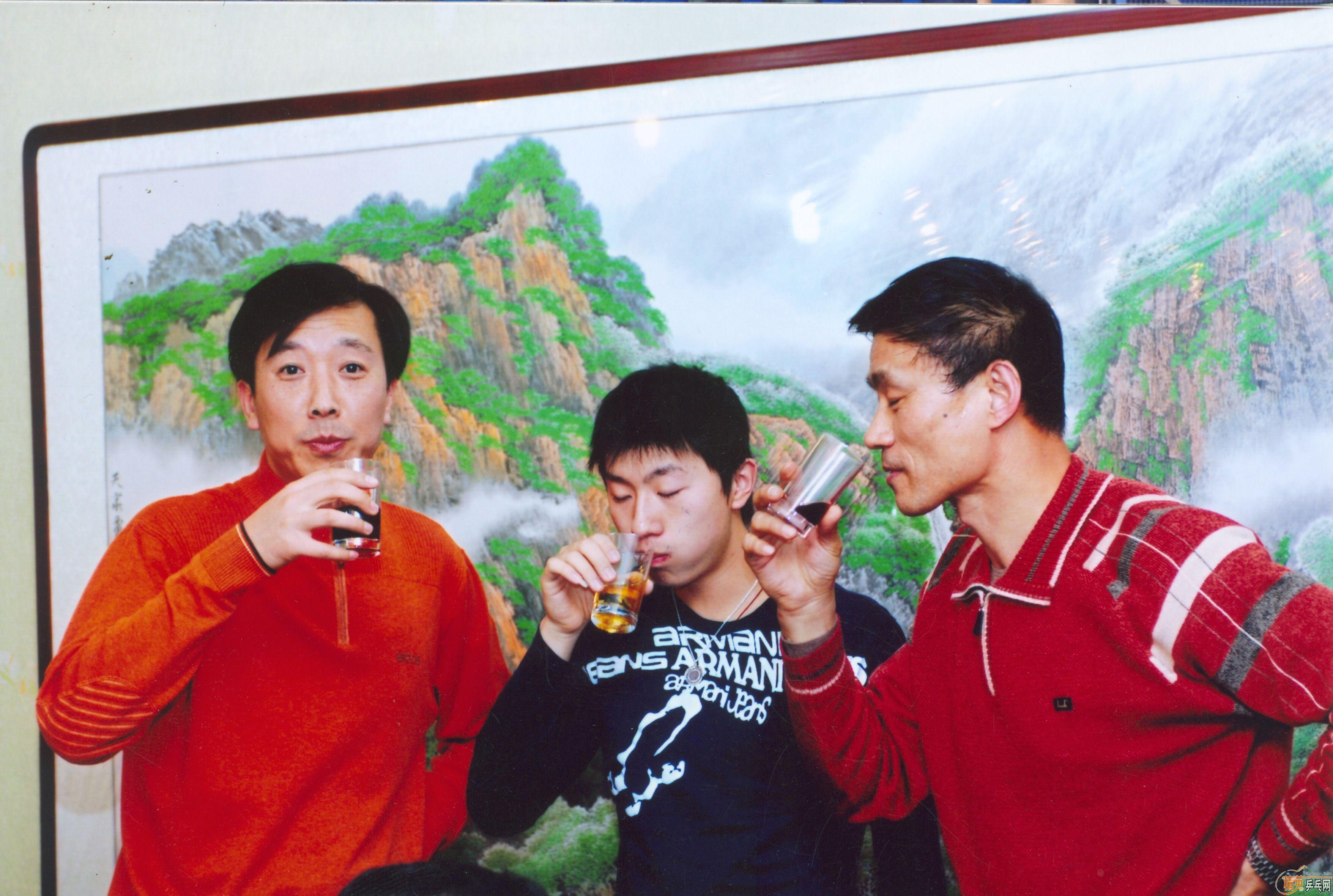 主题:李阳东与马龙饭桌上合影2